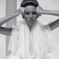 Over the river fo Chaos magazine New York ,Karine Feldman project | מרינה מושקוביץ | צילום אופנה, ביוטי ותכשיטים