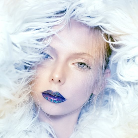 Holographic editorial for Magazina | מרינה מושקוביץ | צילום אופנה, ביוטי ותכשיטים
